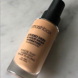 smashbox studio skin 15 hour wear foundation 2.15